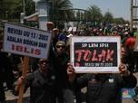 Tolak Revisi UU Ketenagakerjaan, Buruh Demo di Istana Jokowi