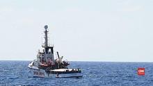 VIDEO: Spanyol Bantu Imigran Terlantar Usai Ditolak Italia