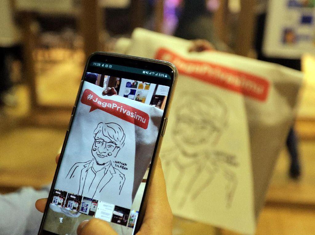 Pemenang kompetisi ini berhasil mengolah 10 tips tentang keamanan dan privasi di internet ke dalam sebuah komik agar mudah dipahami oleh berbagai kalangan.