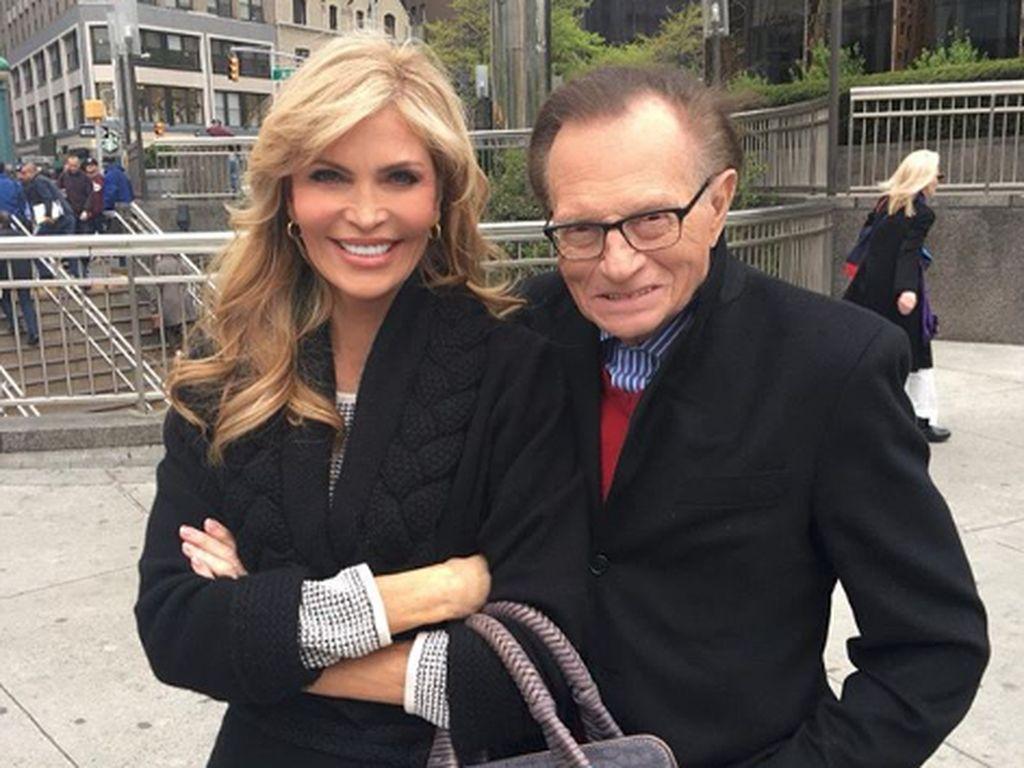 22 Tahun Menikah, Penyiar Larry King Ceraikan Istri Ke-7