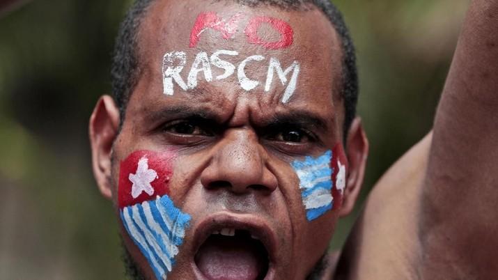 Alokasi dana dari pemerintah pusat ke pemerintah daerah di Papua terbilang besar.