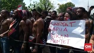 Mahasiswa Papua Teriak Referendum di Seberang Istana
