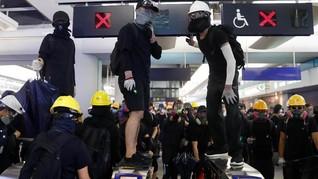 Pedemo Hong Kong Bentrok dengan Polisi di Stasiun MRT