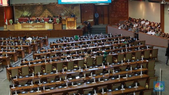 Para anggota DPR mengkritik target-target pada RAPBN 2020.