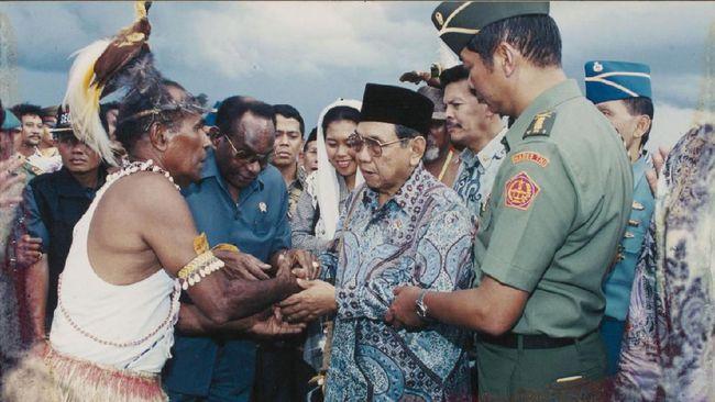 Mengungkap Cara Gus Dur Merangkul dan Dicintai Warga Papua