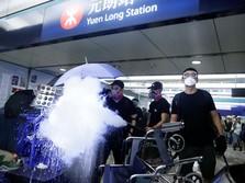 Rusuh! Polisi 'Hajar' Pendemo Hong Kong dengan Meriam Air