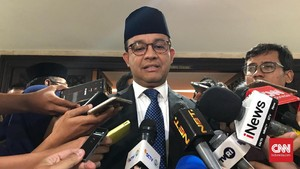 Anies Soal PKL Berjualan di Trotoar: Kita Hormati Putusan MA