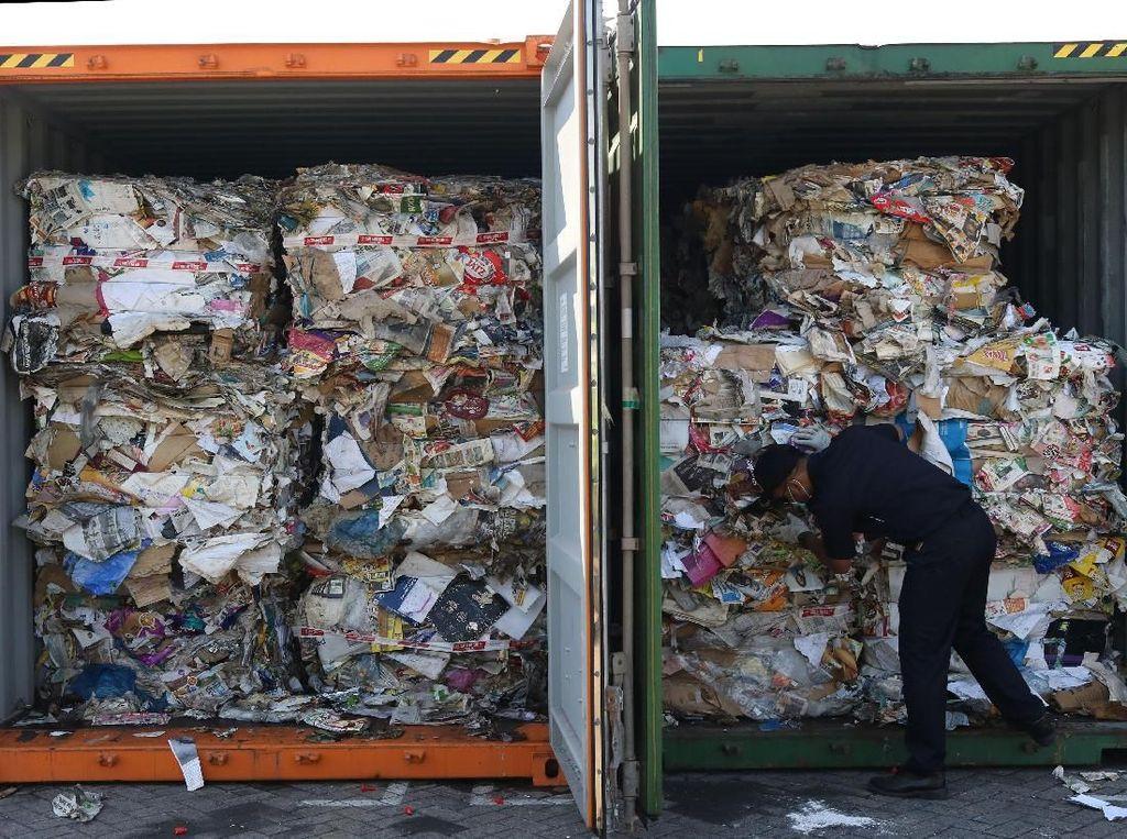 Sampah plastik itu tercampur ke dalam sampah kertas (waste paper) yang diimpor dari negara seperti Amerika Serikat (AS), Australia, Prancis, Jerman dan Hong Kong.