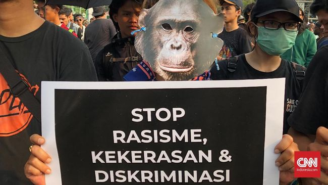 Topeng Monyet di Aksi Kamisan untuk Dukung Papua