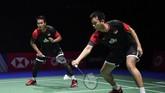 Mohammad Ahsan/Hendra Setiawan menjadi wakil pertama Indonesia yang memastikan tiket perempat final setelah mengalahkan ganda putra Skotlandia Alexander Dunn/Adam Hallms 21-19, 21-16. (ANTARA FOTO/Hafidz Mubarak/pd)