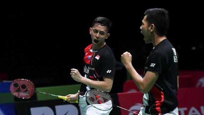 Fajar Alfian/Muhammad Rian Ardiantomengikuti jejak Ahsan/Hendra dengan mengalahkan ganda putra Malaysia Goh V Shem/Tan Wee Kiong 21-12 dan 21-16. (ANTARA FOTO/Hafidz Mubarak/ama)