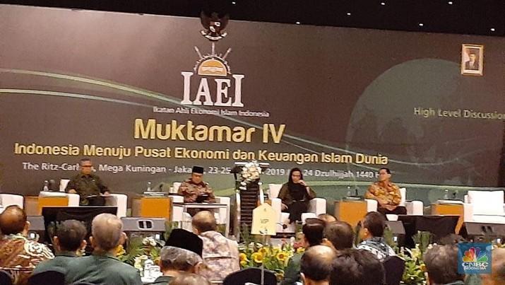 Sri Mulyani punya jabatan baru. Menteri Keuangan ini kini menjabat sebagai Ketua Ikatan Ahli Ekonomi Islam Indonesia (IAEI) menggantikan Bambang Brodjonegoro.