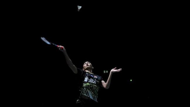 Jonatan Christie menjadi satu-satunya pebulutangkis Indonesia dari sektor tunggal yang melaju ke perempat final Kejuaraan Dunia Bulutangkis 2019 setelah menudukkan Jan O Jorgensen 21-12 dan 21-16. (ANTARA FOTO/Hafidz Mubarak/ama)