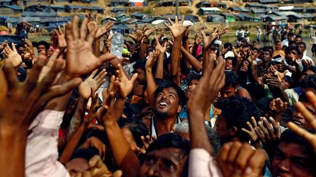 Juru bicara UNHCR, Louise Donovan mengatakan semula pihaknya berencana memulangkan 3.450 pengunsi Rohingya dari kamp pengungsian di Cox Bazar pada Kamis (22/8).(REUTERS/Danish Siddiqui/File Photo)