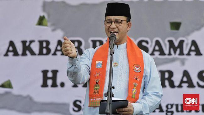 Anies Sebut Banyak Dasar Hukum PKL Bisa Berjualan di Trotoar