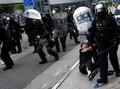 Demonstrasi Hong Kong Ricuh, Polisi Tembakkan Gas Air Mata