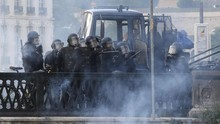 Bubarkan Massa Anti-G7, Polisi Prancis Gunakan Gas Air Mata