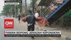 VIDEO: Ditolak Puskesmas, Paman Bopong Jenazah Keponakan