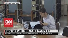 VIDEO: Hobi Kuliah, Pria Ini Raih 32 Gelar