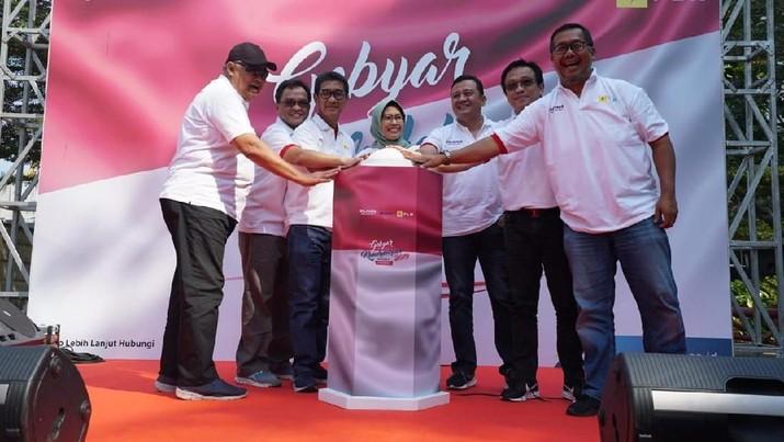 Sripeni Inten Cahyani, Plt. Direktur Utama PLN, mempromosikan motor listrik dan mengajak seluruh masyarakat untuk memanfaatkan program tambah daya