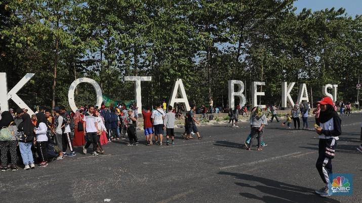 Beberapa keidentikan antara Kota Bekasi dan Jakarta. Selain dari sisi historis, Bekasi memiliki kultur yang mirip dengan Jakarta.