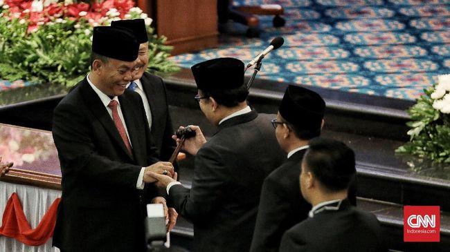 Tak Berikan Pin Emas, DPRD DKI Carikan Pin Kuningan untuk PSI