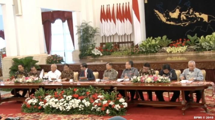 Pemerintah pusat dan daerah mulai menyiapkan berbagai strategi untuk meredam aksi spekulan tanah di sekitar wilayah ibu kota baru Indonesia di Kalimantan Timur.