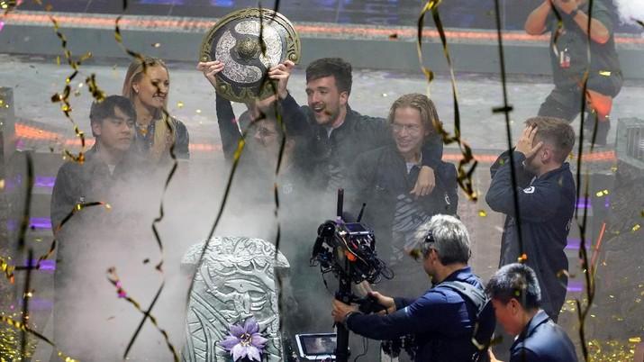 OG menjadi juara Turnamen The International Dota 2 dengan menggodol hadiah Rp 221 miliar.