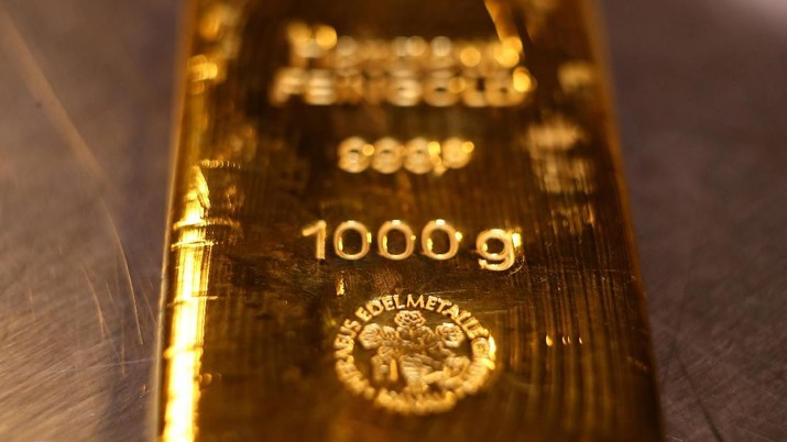 A gold bar is pictured in the safe deposit boxes room of the Pro Aurum gold house in Munich, Germany,  August 14, 2019. REUTERS/Michael Dalder