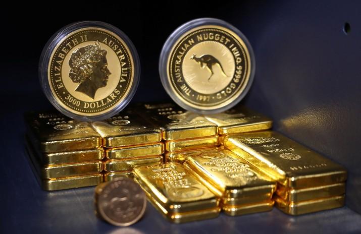 Penyebabnya adalah status emas sebagai aset lindung nilai terhadap inflasi. Stimulus moneter menyebabkan pasar dibanjiri likuiditas yang dapat menaikkan inflasi