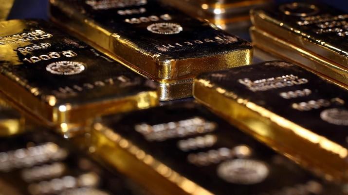 Harga komoditas emas dunia di pasar spot diperdagangkan melemah karena optimisme damai dagang yang tinggi dan penguatan dolar