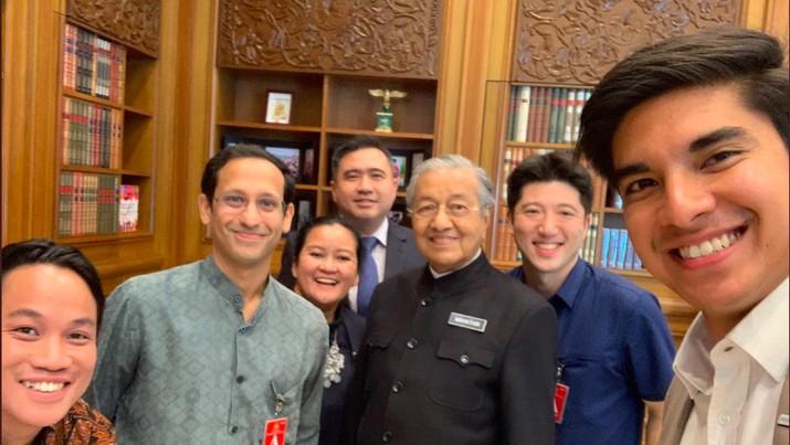 Pernyataan Bos Big Blue Taxi, Shamsubahrin Ismail, kembali memantik kontroversi karena menolak Gojek masuk Malaysia yang menyeret pemerintah Indonesia.