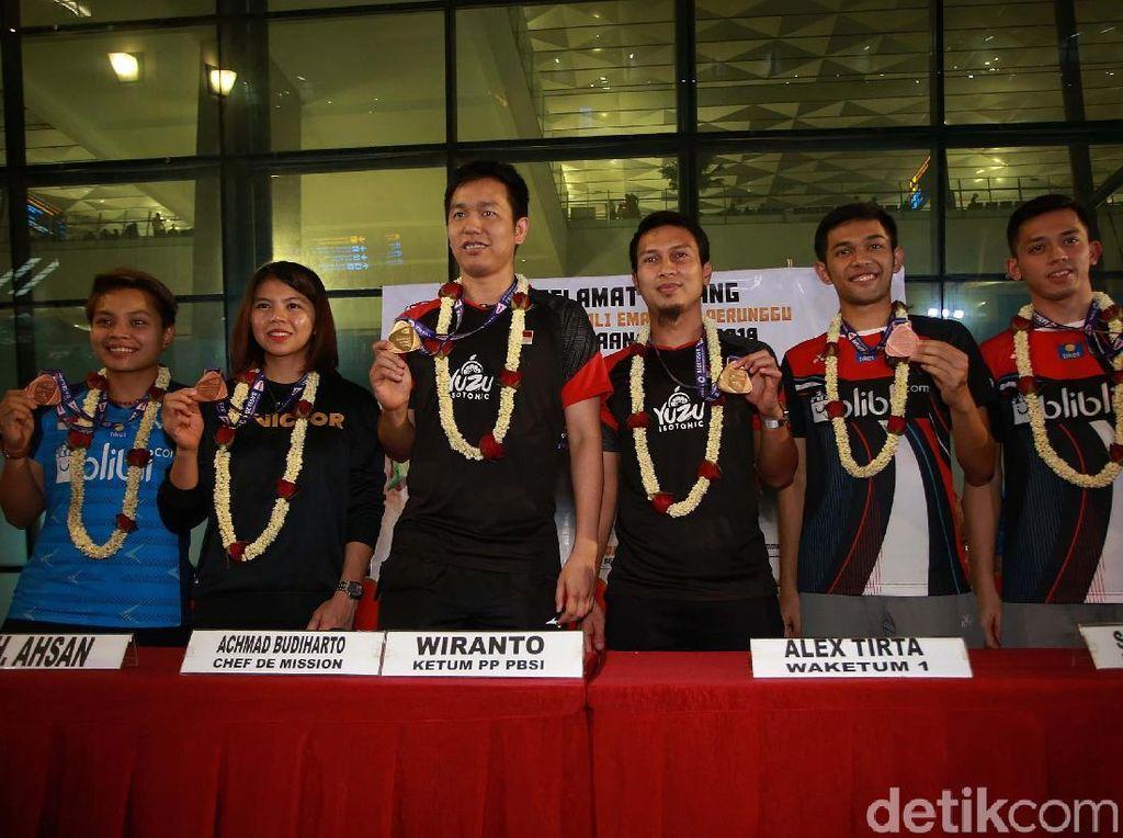 Selain Hendra/Ahsan, Indonesia juga meraih medali perunggu dari nomor ganda putra Fajar Alfian/Muhammad Rian Ardianto, dan ganda putri Greysia Polii/Apriyani Rahayu.