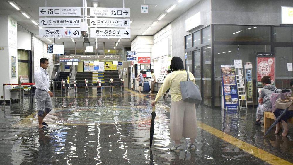 Hujan lebat memuat Jepang mengeluarkan peringatan level 5 di tiga prefektur di Pulau Kyusu.