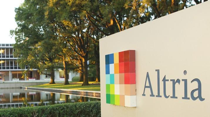 Philip Morris International Inc mengonfirmasi rencana perusahaan yang tengah menjajaki pembicaraan dengan Altria Group.