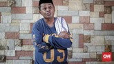 Kadir Mubarak. Bergabung dengan Srimulat Surabaya pada 1986 dan diminta Teguh Slamet pindah ke Jakarta. Di ibu kota, Kadir mereguk ketenaran dan kesuksesan. (CNN Indonesia/Safir Makki)