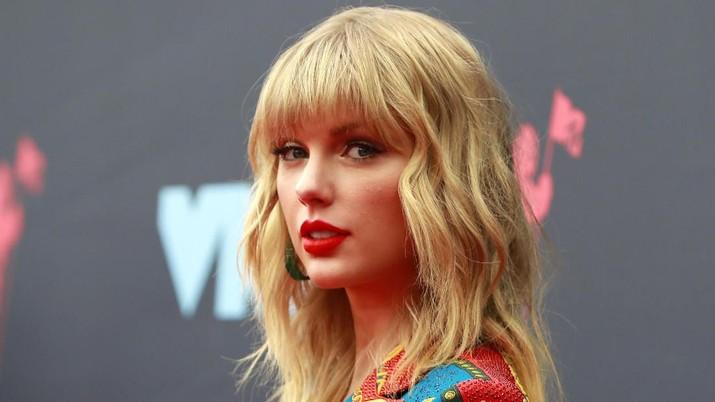 Untuk kedua kalinya, penyanyi Amerika, Taylor Swift menduduki puncak daftar 100 Global Celebrity.