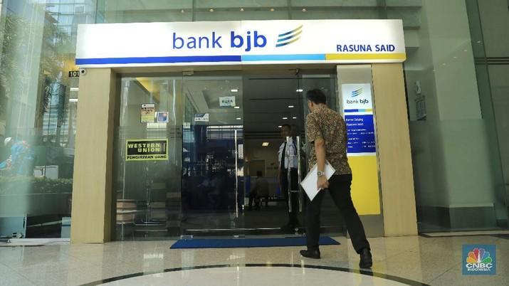 Saham PT Bank Pembangunan Daerah Jawa Barat dan Banten Tbk (BJBR) ditutup menguat 1,27%.