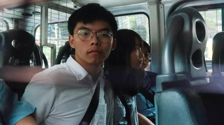 Milenial berusia 22 tahun ini merupakan salah satu pemimpin demonstrasi massa pro demokrasi di Hong Kong yang terjadi selama hampir 3 bulan ini.
