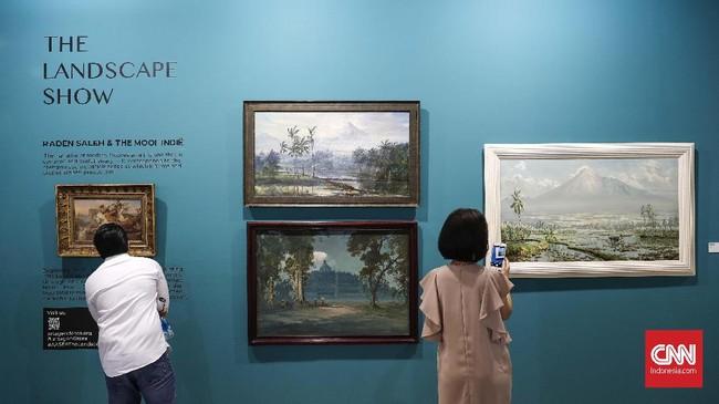 Karya maestro seni rupa Raden Saleh pun ikut dipamerkan pada Art Jakarta kali ini dan menjadi pusat perhatian pengunjung. (CNN Indonesia/Safir Makki)