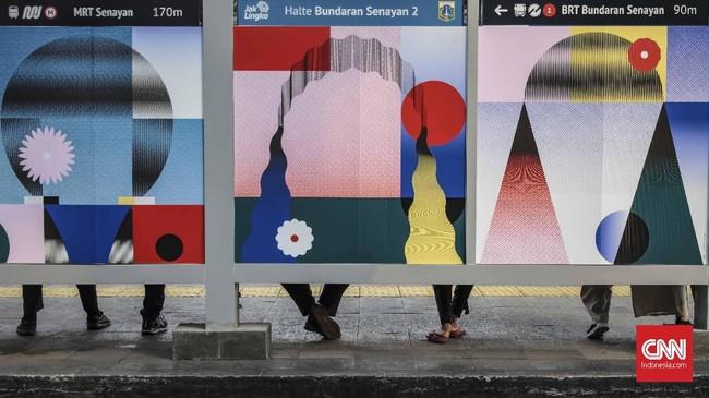 Seiring dengan perkembangan Jakarta menjadi kota metropolitan dunia, lukisan-lukisan ini menambah keindahan kota. (CNN Indonesia/Bisma Septalisma)