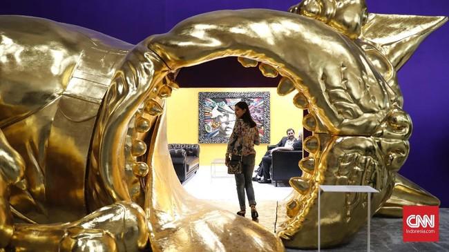Karya kolaborasi dari seniman pilihan yang menjadi penanda perkembangan seni kontemporer Indonesia ditampilkan dalam Jakarta Scene. (CNN Indoonesia/Safir Makki)