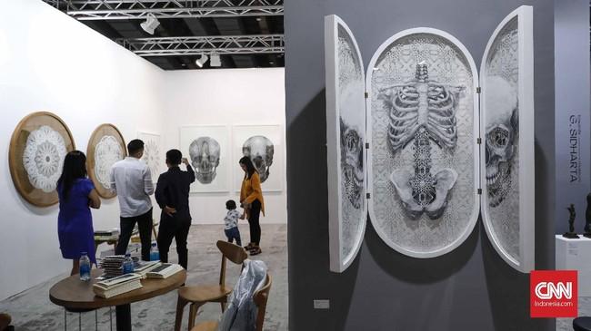 Pengaruh Art Jakarta di kancah dunia seni kontemporer kelas internasional sudah tak diragukan lagi. Dalam perhelatannya yang ke-11 tahun ini, Art Jakarta 2019 semakin memantapkan eksistensinya dengan menghadirkan tiga sajian utama dalam Exhibition Program. (CNN Indonesia/Safir Makki)