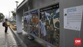Beberapa lukisan lainnya menggambarkan kehidupan khas Indonesia. (CNN Indonesia/Bisma Septalisma)