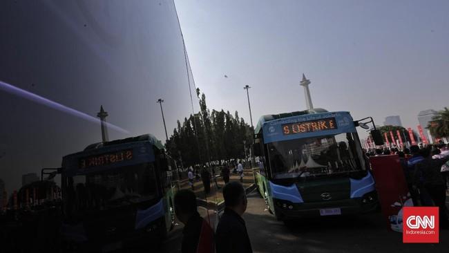 Kendaraan listrik juga digadang-gadang menjadi salah satu solusi bagi kota besar seperti Jakarta untuk mengurangi masalah polusi udara.