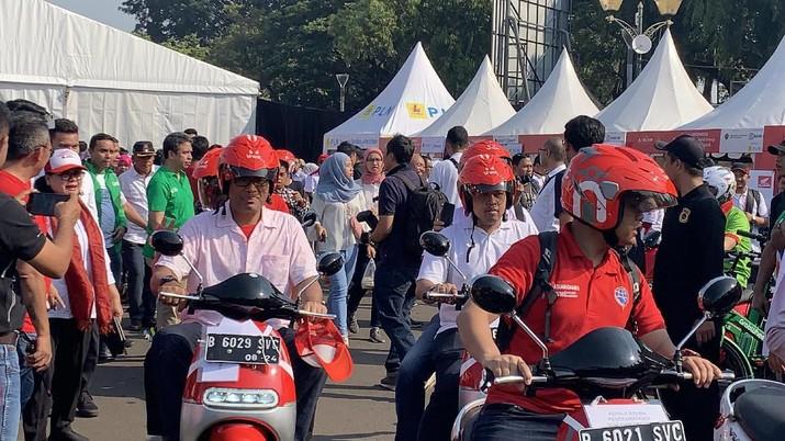 Luhut Binsar Pandjaitan mengajak masyarakat Indonesia khususnya di kota besar mulai beralih ke kendaraan listrik.