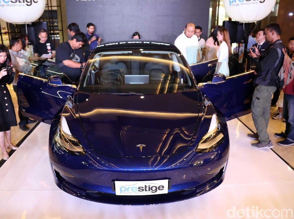 Perusahaan mobil listrik Tesla didirikan Elon Musk di tahun 2003. Valuasi terkini menembus USD 59,3 miliar, tapi tahun silam menderita kerugian USD 976 juta. Foto: Pradita Utama/detikcom