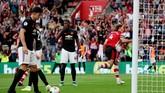 Manchester United ditahan imbang tuan rumah Southampton 1-1 di Stadion St Marry, Sabtu (31/8). Gol Daniel Jamesdibalas gol Jannik Vestegaard.(REUTERS/Hannah Mckay)