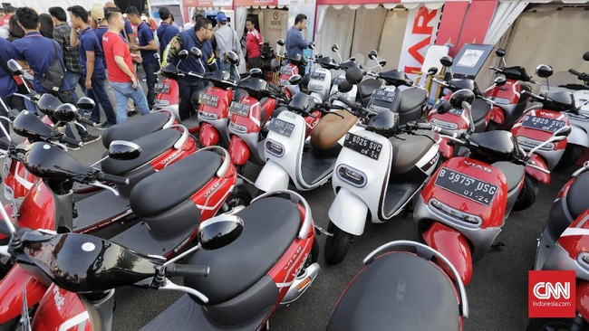 Konvoi dan pameran kendaraan listrik ini digelar oleh Kementerian Perhubungan dengan menggandeng sejumlah pabrikan otomotif.