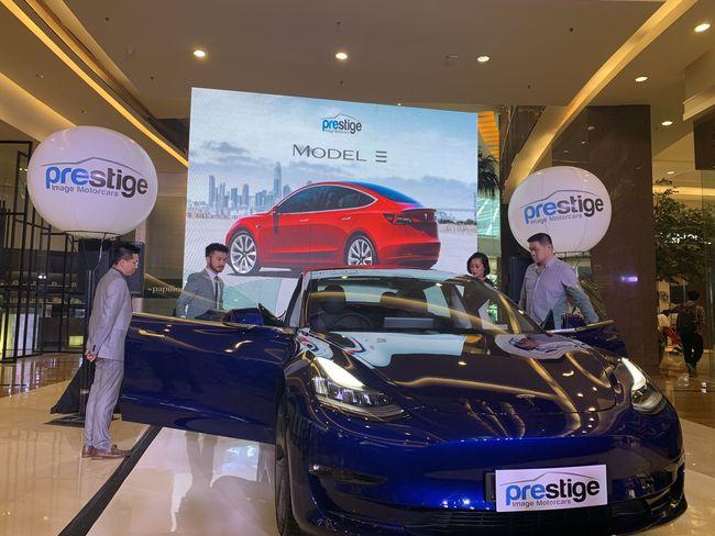 Incar Milenial Kantong Tebal Tesla Model 3 Siap Banjiri Ri